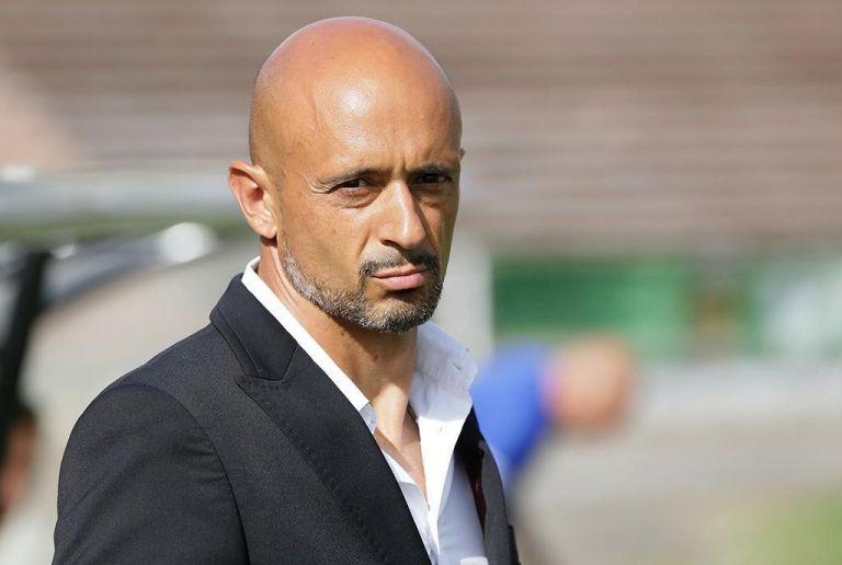 Δείχνει και φωνάζει ότι είναι «προπονητής» | tovima.gr