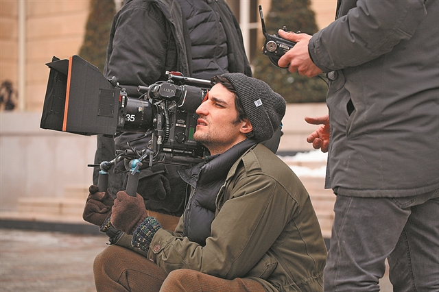 Σκηνοθετώντας τον «Πιστό άντρα» | tovima.gr
