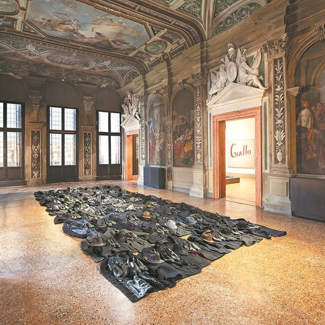 O Κουνέλλης κλέβει τις εντυπώσεις στη Βενετία | tovima.gr