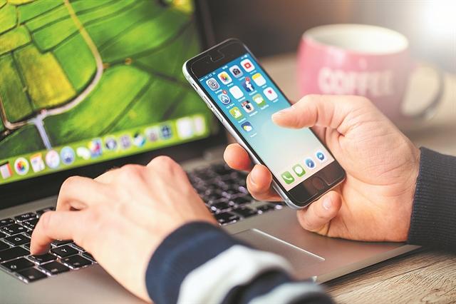 Πώς να υποκλέψετε WhatsApp, Facebook, Skype, Viber   tovima.gr
