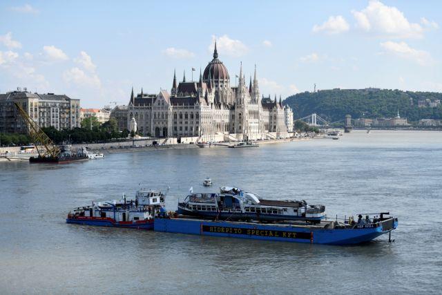 Ανελκύστηκε το πλοίο που βυθίστηκε στον Δούναβη – Βρέθηκαν 4 σοροί | tovima.gr