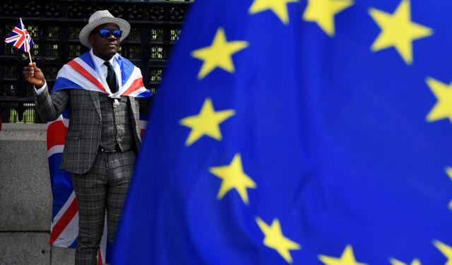 Βρυξέλλες: Η Βρετανία έχει υποχρεώσεις και στο άτακτο Brexit | tovima.gr