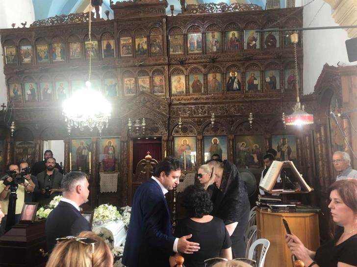 Σε κλίμα οδύνης η κηδεία των δύο πρώτων θυμάτων του serial killer   tovima.gr