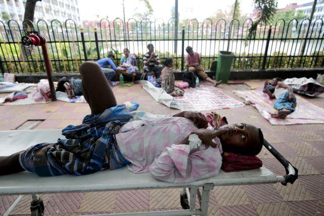 Ινδία: Δεκάδες νεκροί από τον καύσωνα – Στους 50 βαθμούς το θερμόμετρο | tovima.gr