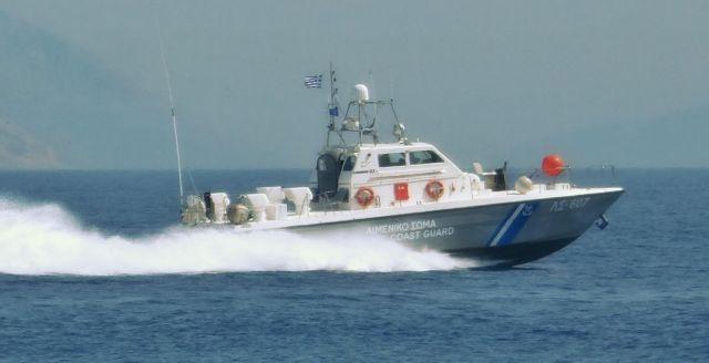 Κάτω Βασιλική: Βίντεο – ντοκουμέντο με τις προσπάθειες του 31χρονου να σώσει τη βάρκα του | tovima.gr