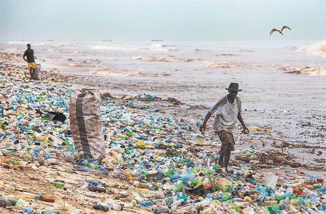 Στροφή στην ανακύκλωση μετά τη δαιμονοποίηση του πλαστικού | tovima.gr