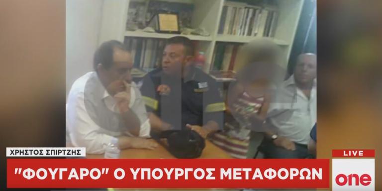 Αντιδράσεις μετά τις φωτογραφίες του One Channel με τον Σπίρτζη να καπνίζει σε κλειστό χώρο | tovima.gr
