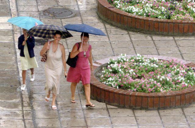 Καύσωνας το Σαββατοκύριακο – Βροχές και καταιγίδες το μεσημέρι | tovima.gr