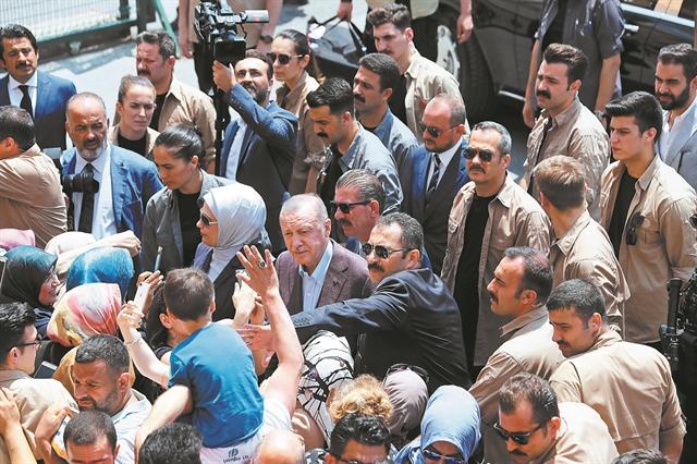 Ο Ερντογάν στα δίχτυα Ιμάμογλου, ΗΠΑ και πρώην συνεταίρων του | tovima.gr