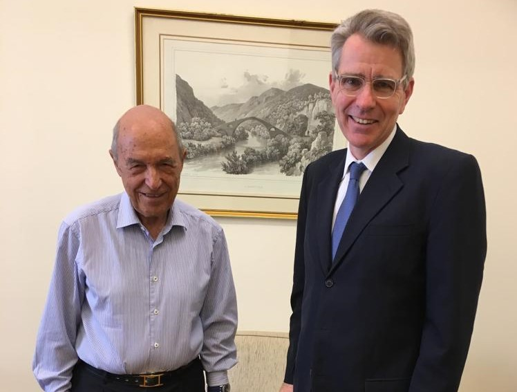 Στη Βουλή ο Αμερικανός πρέσβης, Τζέφρι Πάιατ  επισκέφθηκε τον Κώστα Σημίτη   tovima.gr
