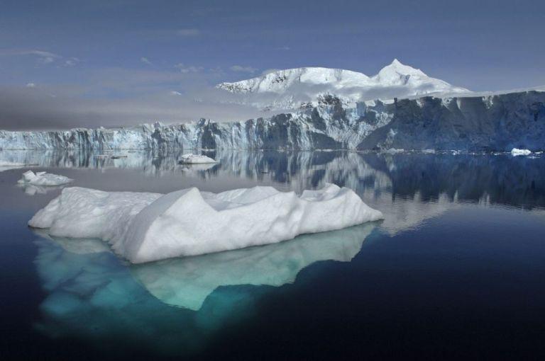 Δραματική συρρίκνωση στους πάγους της Ανταρκτικής – Τι λένε οι επιστήμονες | tovima.gr