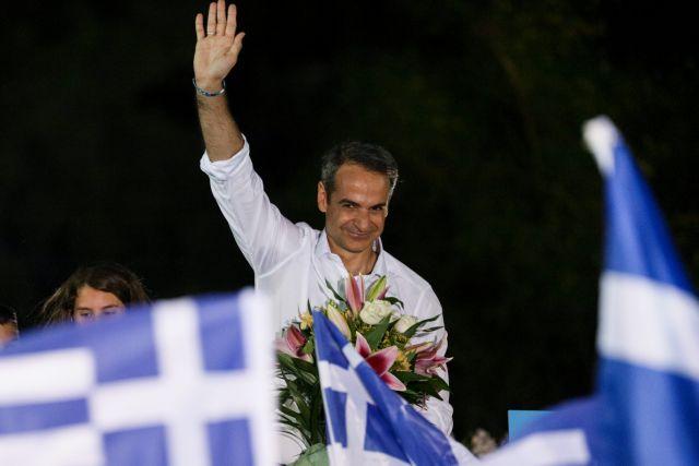 Guardian: Ούριος άνεμος στα πανιά του Κυριάκου Μητσοτάκη | tovima.gr