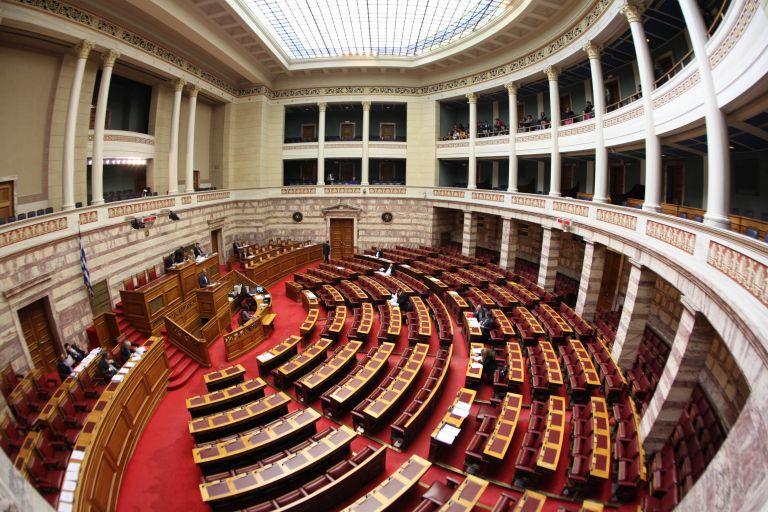 Βουλή : Κατατέθηκε το ν/σ για την άρση περιορισμών στην ψήφο των αποδήμων – Αναλυτικά όλες οι ρυθμίσεις | tovima.gr