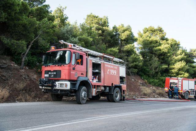 Υπό μερικό έλεγχο η φωτιά στη Μάνδρα   tovima.gr