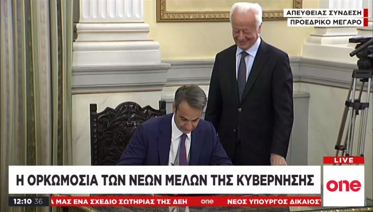 Live: Η ορκωμοσία της νέας κυβέρνησης στο Προεδρικό Μέγαρο | tovima.gr
