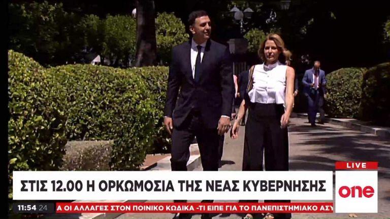 Ορκωμοσία κυβέρνησης – Στο πλευρό του Β. Κικίλια η Τ. Μπαλατσινού   tovima.gr