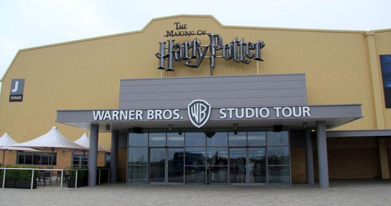 Πυρκαγιά στα στούντιο της Warner Bros στο Λονδίνο | tovima.gr