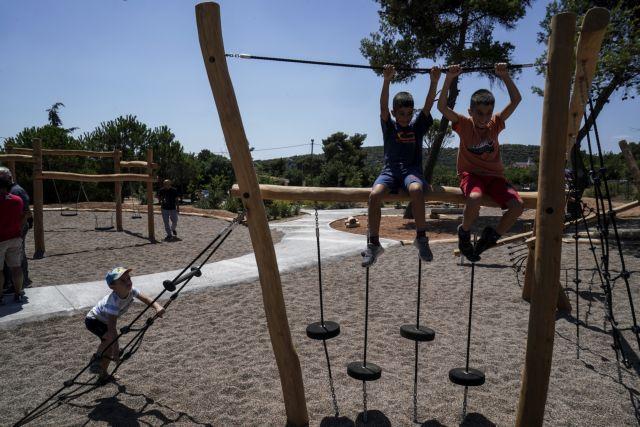 Εγκαινιάστηκε νέα παιδική χαρά στο Μάτι – Προσπάθεια για επιστροφή στην κανονικότητα | tovima.gr