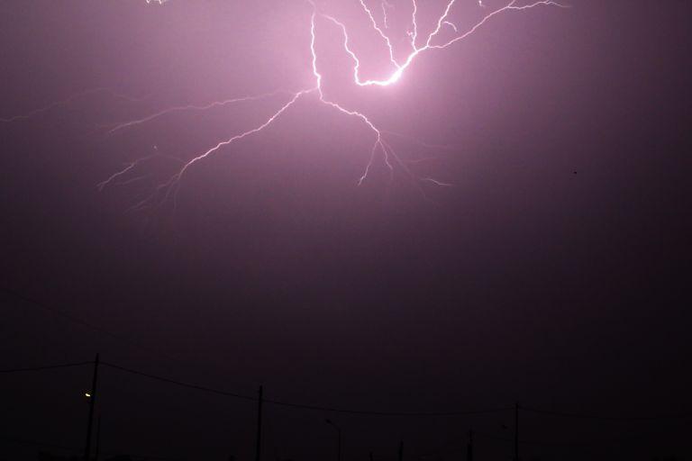 Χαλάει ο καιρός : Ερχονται βροχές και καταιγίδες από το βράδυ | tovima.gr