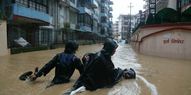 Νεπάλ: Οι πλημμύρες έφεραν δεκάδες νεκρούς και χιλιάδες εκτοπισμένους | tovima.gr