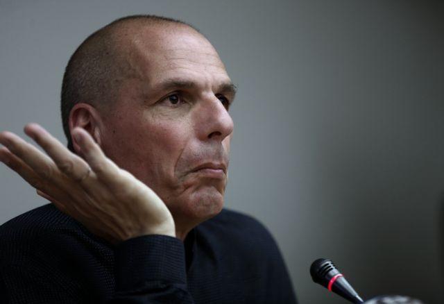 Βαρουφάκης : Πώς σχολίασε τον διαπληκτισμό του με αστυνομικό στο Σαρλ ντε Γκωλ | tovima.gr