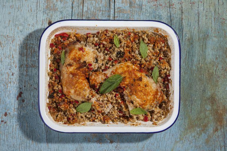 Κοτόπουλο με πλιγούρι στο φούρνο | tovima.gr