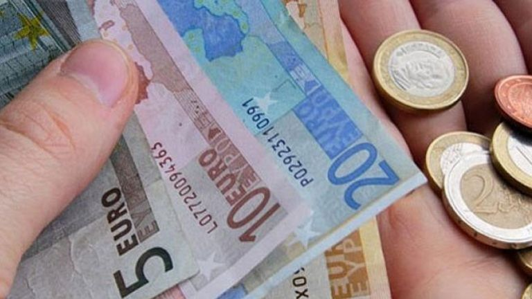 7 στους 10 Ελληνες περικόπτουν τα έξοδά τους – Δείτε από που | tovima.gr