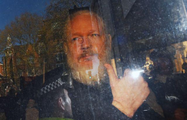 Βρετανία: Ο Ασάνζ δε θα εκδοθεί σε χώρα που κινδυνεύει με θανατική ποινή | tovima.gr