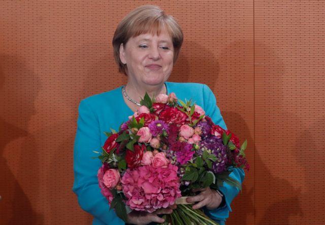 Κλείνει τα 65 σήμερα η Μέρκελ : Τι λέει για την ηλικία της | tovima.gr