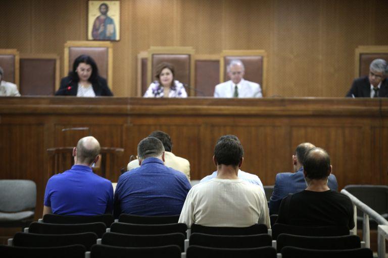Δίκη Χ.Α : Επεισόδιο έξω από τις φυλακές Κορυδαλλού μετά την απολογία Πατέλη | tovima.gr