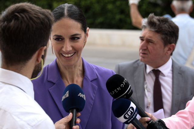 Βουλή : Κέρδισε τις εντυπώσεις με το κομψό ταγέρ της η Νόνη Δούνια | tovima.gr