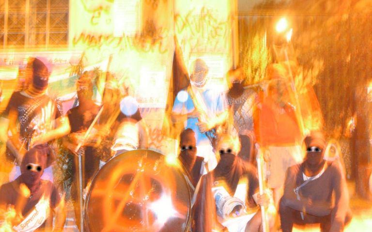 Προκαλούν οι αναρχικοί στα Εξάρχεια : Περιπολίες υπεράσπισης των καταλήψεων | tovima.gr
