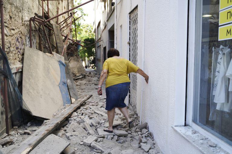 Σεισμός στην Αθήνα, η επόμενη μέρα: Συνεχίζονται οι έλεγχοι, ζημιές σε 15 κτίρια | tovima.gr