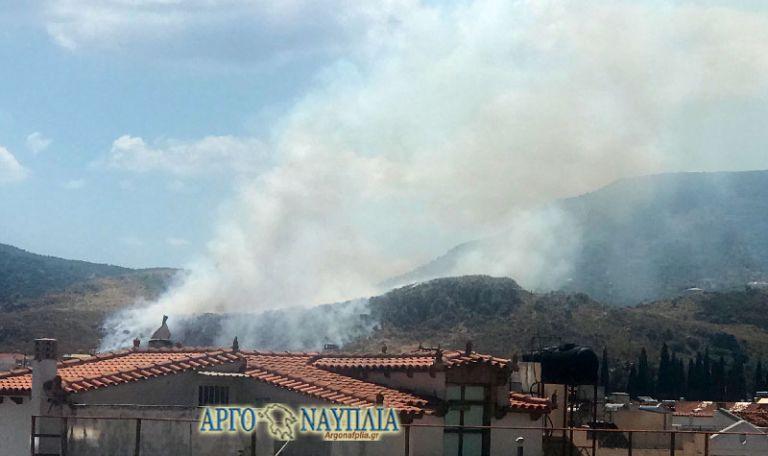 Πυρκαγιά στο Ναύπλιο – Κοντά σε κατοικημένη περιοχή | tovima.gr