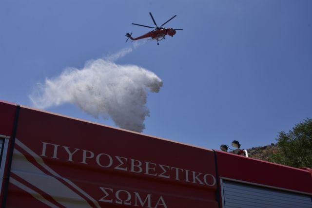 Φωτιά στο γήπεδο Μαρκόπουλου | tovima.gr
