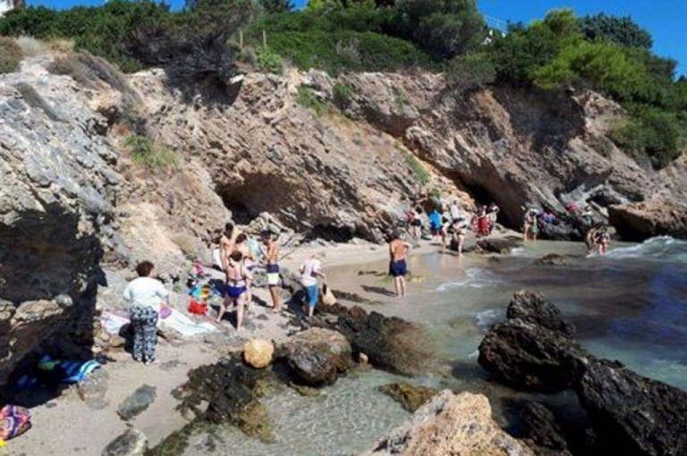 Πόρτο Ράφτη: Κλειστή η παραλία «Πανόραμα» λόγω επικίνδυνου βράχου   tovima.gr