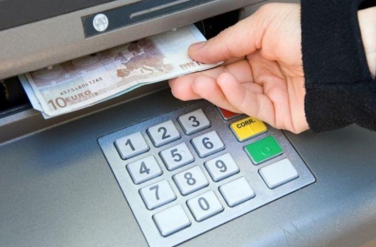 ΑΤΜ : Ακριβότερες από τη Δευτέρα οι αναλήψεις μετρητών | tovima.gr