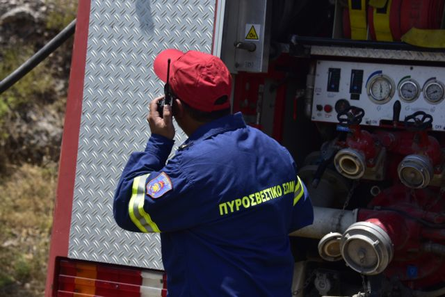 Φωτιά σε οικισμό στα Μέγαρα – Επί ποδός η Πυροσβεστική | tovima.gr