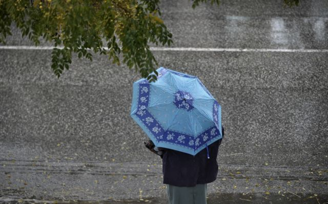 Καιρός : Αλλάζει το σκηνικό με μπόρες και καταιγίδες – Δείτε πού και πότε | tovima.gr