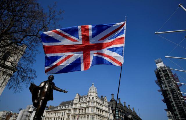 Βρετανία: Παραιτήθηκε ο ΥΠΕΞ – θα ακολουθήσουν άλλοι 12 | tovima.gr
