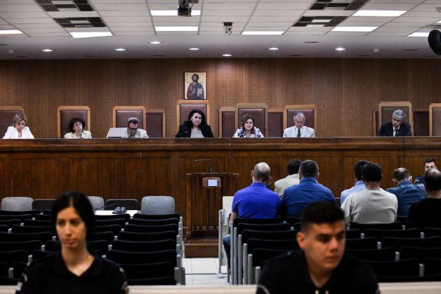 Δίκη ΧΑ : Αρνούνται οι κατηγορούμενοι την εμπλοκή τους στη δολοφονία Φύσσα   tovima.gr