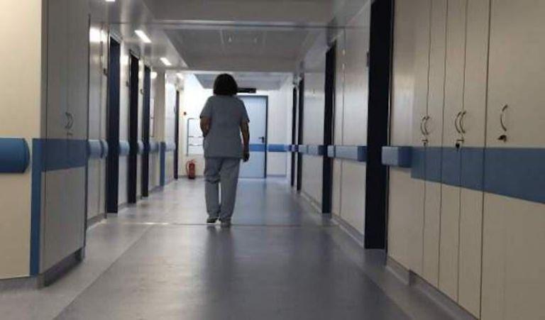 Γιατρός πέθανε εν ώρα υπηρεσίας στη Σαντορίνη | tovima.gr