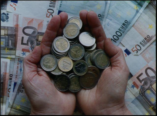 Ξεκινά η «καυτή» περίοδος της πληρωμής των φόρων – Τι θα πληρώσετε | tovima.gr