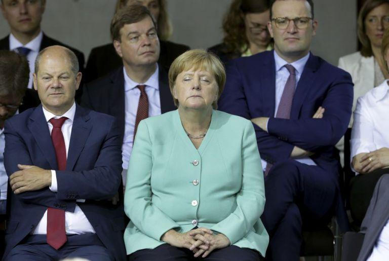 Τι συμβαίνει με τη Μέρκελ; Δεν μπορούσε να κρατήσει τα μάτια της ανοιχτά   tovima.gr