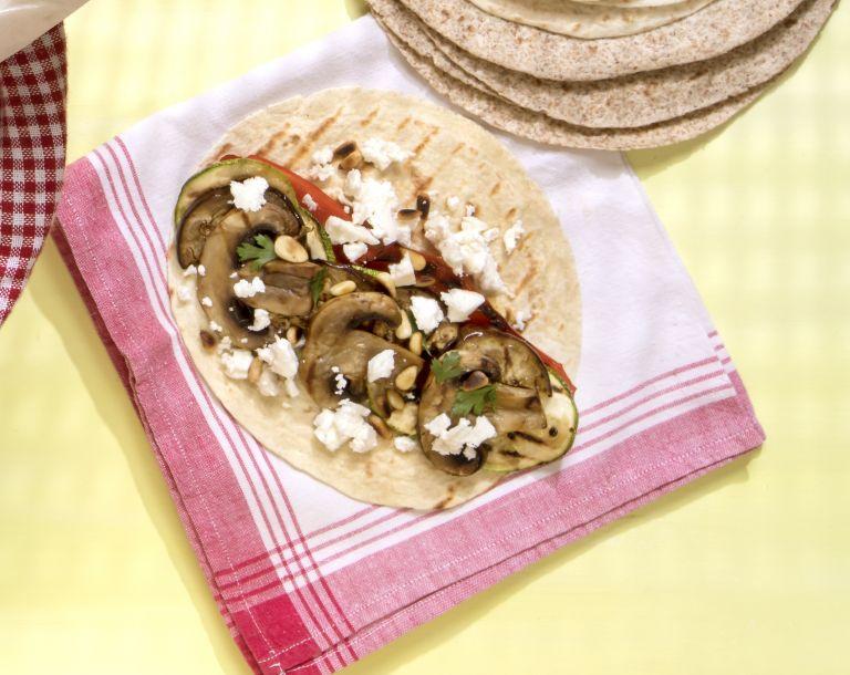 Wrap με ξινομυζήθρα και ψητά λαχανικά | tovima.gr