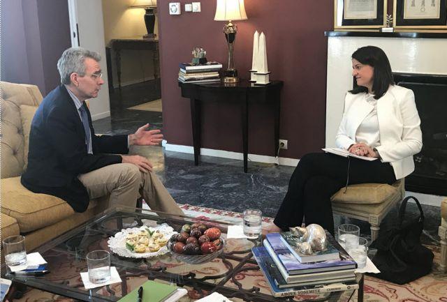 Σε στρατηγικό διάλογο Ελλάδας – ΗΠΑ για την Παιδεία συμφώνησαν Κεραμέως – Πάιατ | tovima.gr