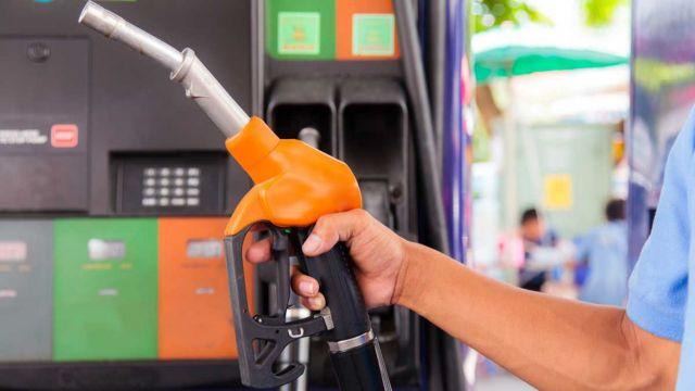 «Ο κούκος αηδόνι» η τιμή της βενζίνης εν μέσω καλοκαιρικών διακοπών | tovima.gr