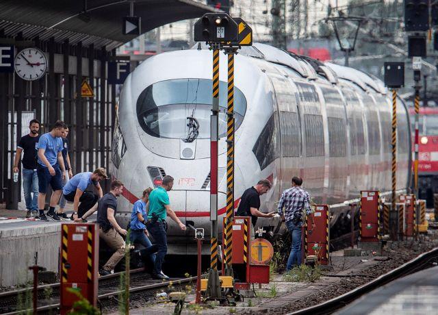 Με ψυχολογικά προβλήματα ο 40χρονος που έσπρωξε τον 8χρονο στις γραμμές του τρένου | tovima.gr