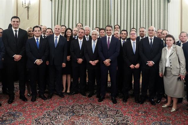 Η επανάσταση της γραβάτας στο Προεδρικό | tovima.gr