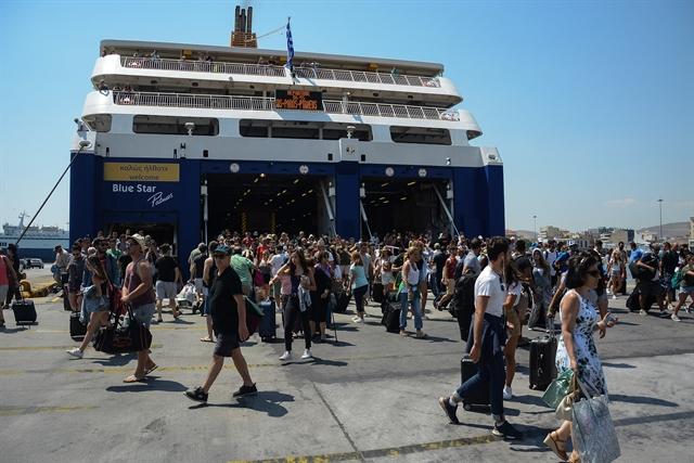 Ο Αύγουστος έρχεται, το λιμάνι του Πειραιά… αναστενάζει | tovima.gr